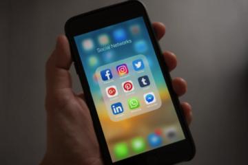 Nu îţi promovezi încă business-ul pe social media? Iată de ce este necesară urmarea unor cursuri de social media în societatea modernă actuală